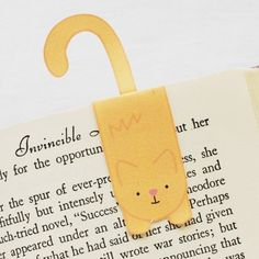 Print out some sweet kitties and make them into magnetic bookmarks! Goodness...how cute are these?