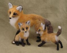 needle felted mother fox and babies by Hannah Stiles