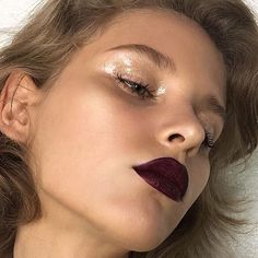 Gorgeous holiday inspiration ✨a bold mulberry-oxblood lip paired with glittery, glossy lids (and groomed, natural brows). YES!