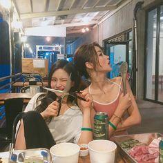 chanbaek gs non-baku❗ # Random # amreading # books # wattpad Bff Pictures, Best Friend Pictures, Friend Photos, Ulzzang Couple, Ulzzang Girl, Korean Best Friends, Girl Friendship, Cute Lesbian Couples, Cute Korean Girl