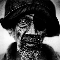 """""""Homeless People Portraits By Lee Jeffries. [These] black and white portraits are one of the most impressive examples of portrait photography project with full of emotion I have ever seen. Lee Jeffries, We Are The World, People Of The World, Black And White Portraits, Black And White Photography, Fotografia Social, Old Faces, Homeless People, Homeless Man"""