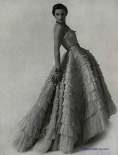 """af26c39a846d7 1948 Christian Dior """"Eugénie"""" dress and who does not know the Eugenie Dress  look at it you will never forget it."""