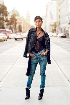 Bodysuit lingerie de renda com calça jeans destroyed