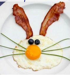 Aranyos nyuszis reggeli ötlet tükörtojással és baconnel / Mindy -  kreatív ötletek és dekorációk minden napra