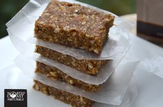 Healthy Snacking: High Fibre Oat & Almond Bars. Vegan, no-bake, can be gluten-free.