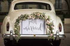 26 Romantic Wedding Decorations Car Style with The wedding vehicle is a customary piece of any wedding function. In any case, the wedding vehicle is about something other than the vehicle. Marie's Wedding, Romantic Wedding Decor, Wedding Flowers, Dream Wedding, Wedding Stuff, Just Married Girlande, Just Married Sign, Bridal Car, Wedding Car Decorations