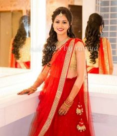17 Indian Hairstyles Bollywood Bridal Lehenga That You Simply Cant Miss - Verlobungs Bridal Hairstyle Indian Wedding, Bridal Hair Buns, Indian Wedding Hairstyles, Indian Bridal Wear, Simple Hairstyles For Wedding, Indian Hairstyles For Saree, Party Hairstyles For Long Hair, Bridal Hairdo, Ethnic Hairstyles
