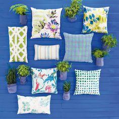 Cojines con estampados frescos en verdes y azules