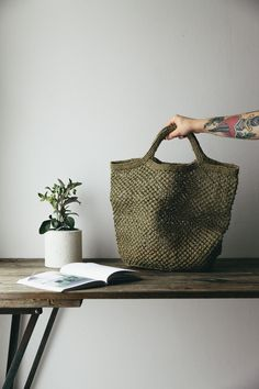 Light, convenient and beautiful - this Fairtrade bag will be your daily workhorse for anything from trips to the local farmers market to a day at the beach or keeping things tidy indoors.