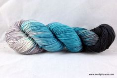 Stay Alive is not only good advice but also a beautiful variegated colorway in a combination of elegant blue, misty grey and grey black. Shown here on Bounce &a