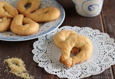 Torcetti: Piedmont & Valle d'Aosta yeast leavened biscuits with butter.
