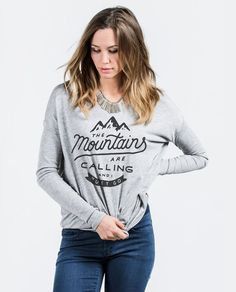 T-shirt - The Mountains Are Calling and I must Go Flowy Long Sleeve Tee SMALL