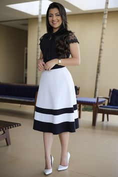 Saia Midi Agatha Aquila Tauhney Store Moda Evangelica is part of Skirt fashion - Casual Work Outfit Summer, Classy Summer Outfits, Best Casual Outfits, Modest Outfits, Skirt Outfits, Modest Fashion, Spring Outfits, Dress Skirt, Casual Dresses
