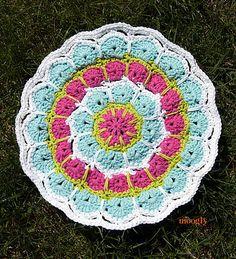 Ravelry: Magic Spike Mandala pattern by Tamara Kelly. Free crochet pattern.