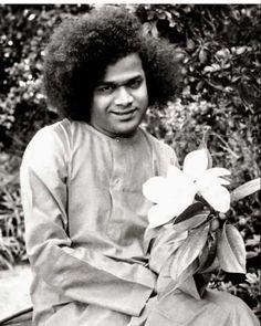 Sathya Sai Baba, Sai Baba Photos, Healing Words, Sai Ram, My Lord, Beautiful Love, Winter Hats, Spirituality, Rare Photos