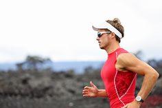 Abastecerse de combustible para un triatlón, no se trata sólo de cantidad. Lo que se come y cuando se come, desempeña un papel muy importante en el rendimiento el día de la carrera. Una nutrición...