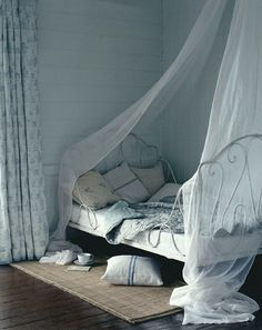 canopi, beds, beach houses, beach house bedrooms, guest rooms, dream bed, blues, shabby chic bedrooms, curtain