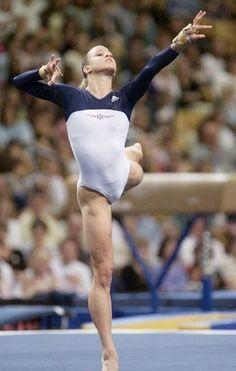 Celebs Discover Sports Discover This girl so young. but she has big calves. Gymnastics Poses, Acrobatic Gymnastics, Gymnastics Photography, Gymnastics Pictures, Sport Gymnastics, Artistic Gymnastics, Olympic Gymnastics, Gymnastics Leotards, Dance Photography