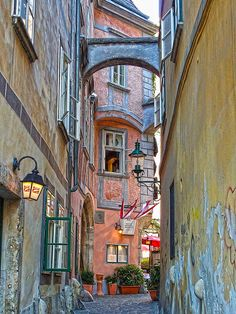 Alley in Viena, Austria By Daniel Schwabe Oh The Places You'll Go, Places To Travel, Places To Visit, Prague, Budapest, Austria, Wonderful Places, Beautiful Places, Wachau Valley