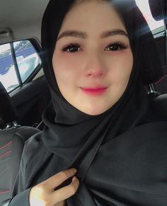 Pin Image by gatoloco Art Beautiful Hijab Girl, Beautiful Muslim Women, Beautiful Girl Photo, Beautiful Girl Indian, Hijabi Girl, Girl Hijab, Arab Girls, Muslim Girls, Pirate Girl Tattoos