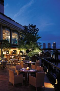 At the Shangri-La Bangkok. Elegant comforts. Exclusive privileges. By Hotelied.