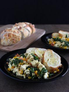 """Para o almoço: """"Ovos Mexidos"""" veganos. Uma refeição completa ;)"""