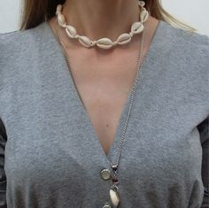 choker-choker-buzios-gargantilha-colar-tendencia-comprar Seashell Necklace, Shell Necklaces, Pendant Necklace, Colar Chocker, Chokers, Macrame Colar, Diy Choker, Hippie Gypsy, Sea Shells