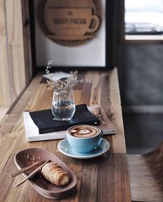 I drink, blog, tweet & photograph coffee • tag your shots #manmakecoffee to be featured • manmakecoffee@gmail.com