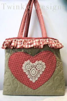 Made with Love táska - Twinkle Designs R & R Paper Piecing, Diy Handbag, Handmade Purses, Small Bags, Twinkle Twinkle, Straw Bag, Purses And Bags, Coin Purse, Reusable Tote Bags