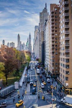 A view looking East down St (Central Park South) towards Avenue - New York City (by Miguel K on - i was on the street a few months ago! love new york New York City, 5th Avenue New York, Central Park, The Places Youll Go, Places To Visit, Ville New York, Voyager Loin, Dream City, Concrete Jungle