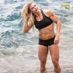Female Crossfit Athletes, Female Athletes, Crossfit Images, Brooke Ence, Fighter Workout, Fitness Models, Male Fitness, Ripped Body, Ripped Girls