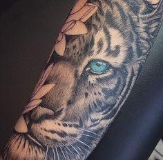Tiger tattoo with lotus flowers - diy tattoo images Tiger Tattoo Thigh, Tiger Tattoo Sleeve, Sleeve Tattoos, White Tiger Tattoo, Tiger Tattoo Design, Bild Tattoos, Body Art Tattoos, Cool Tattoos, Leg Tattoos