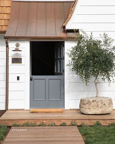 Nachhaltiges Design, Home Design, Yard Design, Custom Home Builders, Custom Homes, Eye Candy, Coronado Island, Stone Planters, Cedar Shingles
