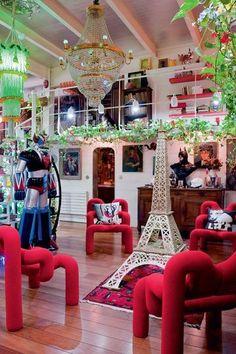 Goldorak and the Eiffel Tower, stars of an unusual lounge. L'appartement intime de Pierre et Gilles. Cote Maison Paris