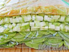 Как известно, замороженные овощи при правильном хранении сохраняют почти все витамины. Сегодня я расскажу о том, как заморозить кабачки на зиму. Для замораживания лучше всего подходят молодые сочные кабачки, желательно свежесобранные. Можно использовать различные способы нарезки, в зависимости ...