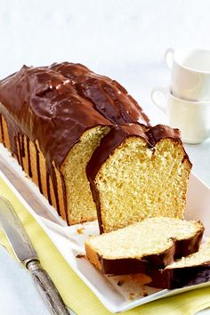 Eggnog loaf cake - Extra juicy Easter cake with an extra dash of eggnog and crispy chocolate glaze. Box Cake Recipes, Cheesecake Recipes, Cupcake Recipes, Baking Recipes, Dessert Recipes, Holiday Desserts, Holiday Recipes, Chewy Sugar Cookies, Loaf Cake