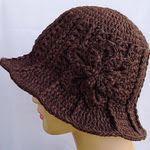 Ridge Hat with Brim  http://lovestitches.blogspot.com/2011/04/pattern-for-my-ridge-hat-with-brim.html