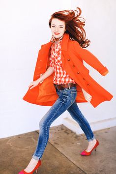 Street Style : Orange coat , white&orange checked shirt skinny jean and pink dot pumps Source : Link Cute Fashion, Look Fashion, Autumn Fashion, Womens Fashion, Fashion Trends, Simple Outfits, Cute Outfits, Estilo Blogger, Bright Spring