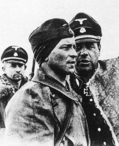 The commander of Regimental Combat Team Leibstandarte Adolf Hitler SS Standartenführer (Colonel) Fritz Witt (right) poses the problem of their soldier. Photography is an interesting headdress of a soldier in the foreground. Time taken: 08/24/1943