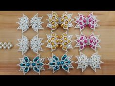 Como fazer laço e trama de pérolas NINA-Chinelo bordado- Gleicy Kelly Barbosa - YouTube Beaded Brooch, Beaded Rings, Beaded Jewelry, Beading Projects, Beading Tutorials, Jewelry Patterns, Beading Patterns, Pearl Embroidery, Butterfly Crafts