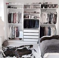 Ikea pax kleiderschrank, closet layout, diy quartos, closet bedroom, ikea p Bedroom Closet Design, Room Ideas Bedroom, Closet Designs, Room Decor, Bedroom Storage, Closet Storage, Wardrobe Storage, Closet Shelves, Clothing Storage