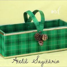 Consider these crafts our holiday gift to you 😍 By: Atelie Sagitario Christmas Crafts To Make, Holiday Crafts, Christmas Decorations, Christmas Ideas, Christmas Blessings, Diy Gift Box, Diy Crafts Hacks, Recycled Crafts, Hobbies And Crafts