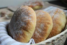 """""""Muffulette"""" a typical sicilian bread. Vino Novello, Pasta, Bread And Pastries, Foie Gras, Ravioli, Bread Baking, Baked Chicken, Bread Recipes, Hamburger"""