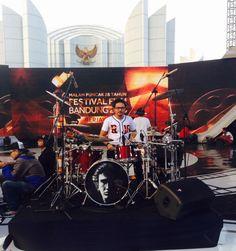 Sound check Malam Puncak 28 Tahun FESTIVAL FILM BANDUNG, 12 September 2015. #IwanFals & #Band #YoseKristian #Drums #Music #Indonesia