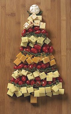 I know what I'm bringing for the family get together next weekend...easy cheesy :)  What do you suppose is the green stuff in the middle? ....from holidayhelpings.com
