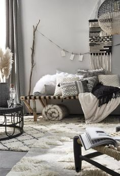 Get the look: the good deco ideas of Marrakech riads - - Living Room Inspiration, Home Decor Inspiration, Decor Ideas, Deco Boheme Chic, Moroccan Home Decor, Riad, White Decor, Inspired Homes, Home Decor Styles