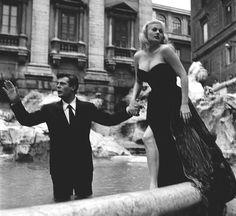 Foto storiche di Roma - Fontana di Trevi. Prove della scena cult del film «La dolce vita» Anno: 1960