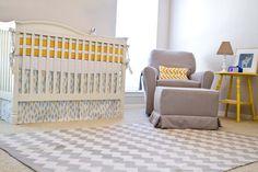 Quarto de bebê tema avião amarelo e cinza | Quarto de bebê – Decoração, bebês, gravidez e festa infantil