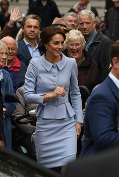 The Duchess of Cambridge betrayed no hint of nerves today as she arrived in the Netherlands for her first solo foreign trip without William, wearing an elegant blue Catherine Walker coat. Princesse Kate Middleton, Kate Middleton Prince William, Prince William And Kate, William Kate, Princess Kate, Princess Charlotte, Duke And Duchess, Duchess Of Cambridge, Duchesse Kate