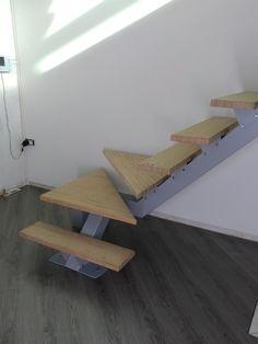 Escalier limon central marche bois hêtre . réalisation par la société Ml Fusion dans le pas de Calais 40 minutes de Lille Modern Stair Railing, Metal Stairs, Modern Stairs, Staircase Design, Roof Truss Design, Stage Set Design, Roof Trusses, Wood Steel, Steel Structure